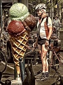 man met ijsje 3a